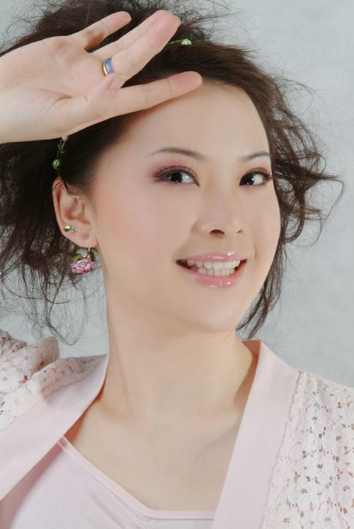 吴静_项目总策划推荐的青年歌唱家吴静荣获\